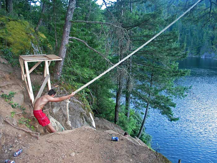 Video report the scariest rope swing in the world for Swing over water